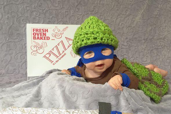 Hermoso en su disfraz de tortuga ninja.