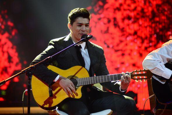 Danny Montejo tuvo un número con guitarra.