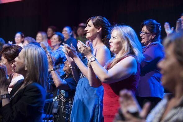 Ellas aparecieron sorpresivamente sentadas entre el público. *Foto por A...