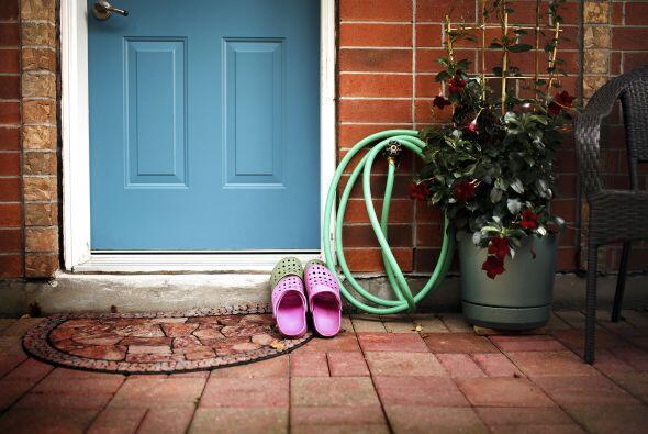 Pregunta por las reglas. ¿Se permiten los zapatos en la casa? ¿Cuáles so...