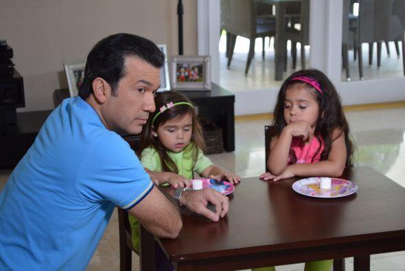 Mario Andrés les explicó a las niñas que las dejaría solas por varios mi...