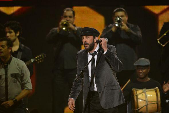 Todos los artistas presentes corearon las canciones de Juan Luis Guerra,...