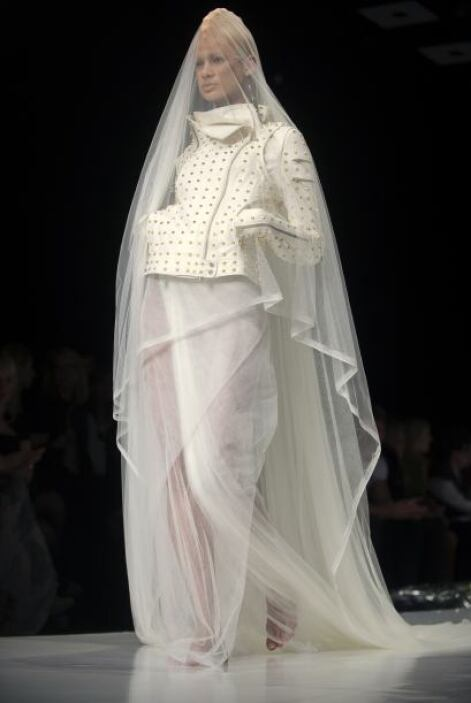 Las momias son propias para Halloween, pero no para una boda. El recato...