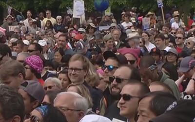 Cientos de personas marcharon por la ciencia y en contra de las política...
