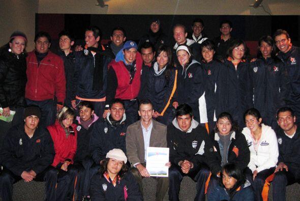 Nuestro Félix Fernández, de República, fue a dar una clínica de fútbol e...
