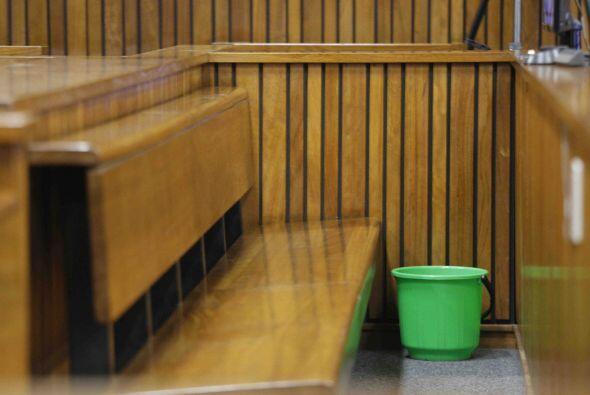 Durante la comparecencia, el deportista vomitó en una cubeta y se puso a...
