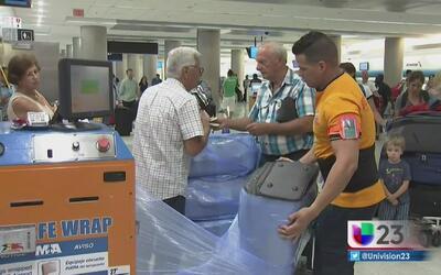 """Se desata una """"guerra por el plástico"""" en el aeropuerto de Miami"""