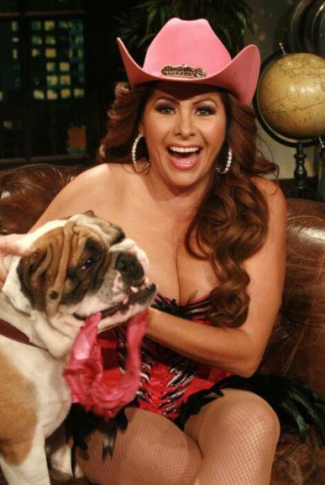 Carmen Jara pone el alto la belleza de las mexicanas y con el vestidito...