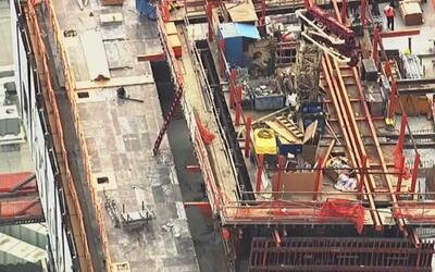 Bomberos evacúan cinco edificios por peligro de desprendimiento en South...