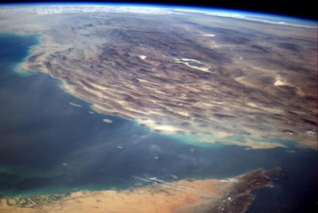 La punta de Dubai apunta de forma surrealista hacia Irán. Fotos: @astro_...