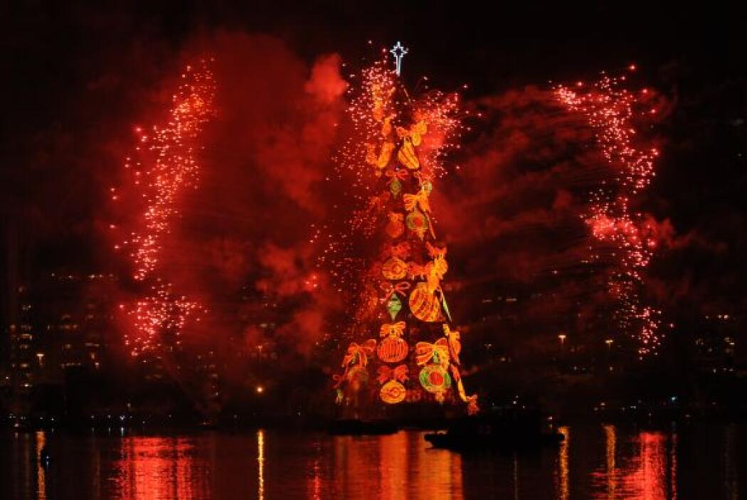 El acto del encendido marcó el comienzo formal de la temporada navideña...
