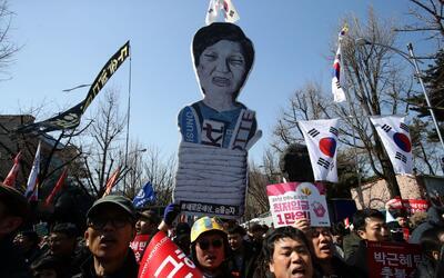 Manifestantes exigen la destitución de la presidenta de Corea del...
