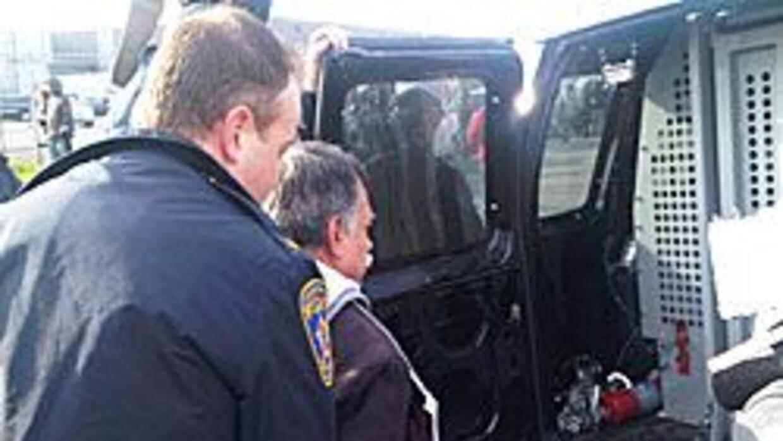 Arrestaron a activistas en Illinois tras protesta por ley en Arizona 737...