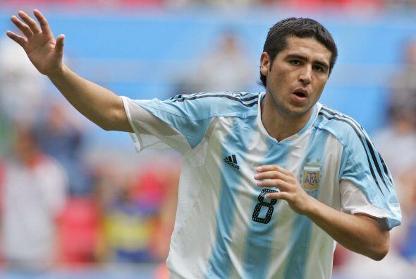 En el 2009 Riquelme decidió renunciar a la selección por l...