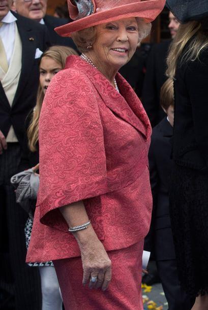 Por su parte, la princesa Beatrrix de los países bajos se inclinó por es...