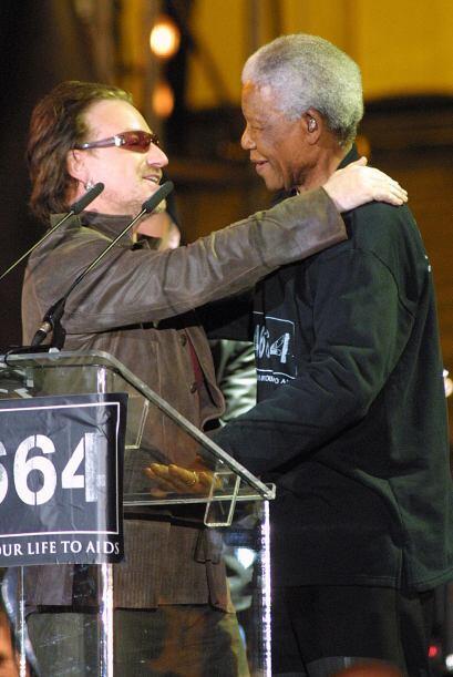"""Bono de U2: """"Al final, Nelson Mandela nos enseñó cómo amar en lugar de o..."""