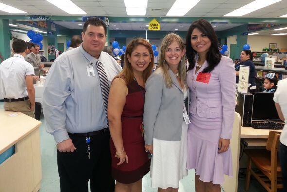 Natalia Cruz en la escuela de su hijo.