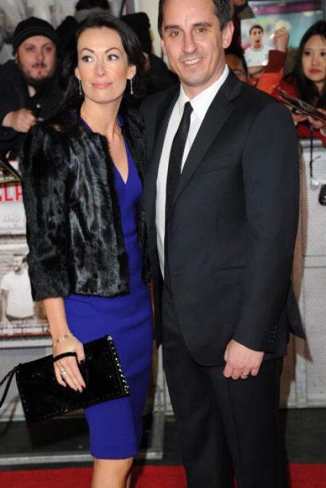 Emma Hadfield y Gary Neville brillaron por su elegancia.