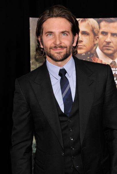 Bradley Cooper no iporta que 'look' use, siempre nos va a gustar.