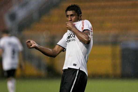 Luego de la ceremonia de recibimiento a Adriano, que no jugó, llegó el p...