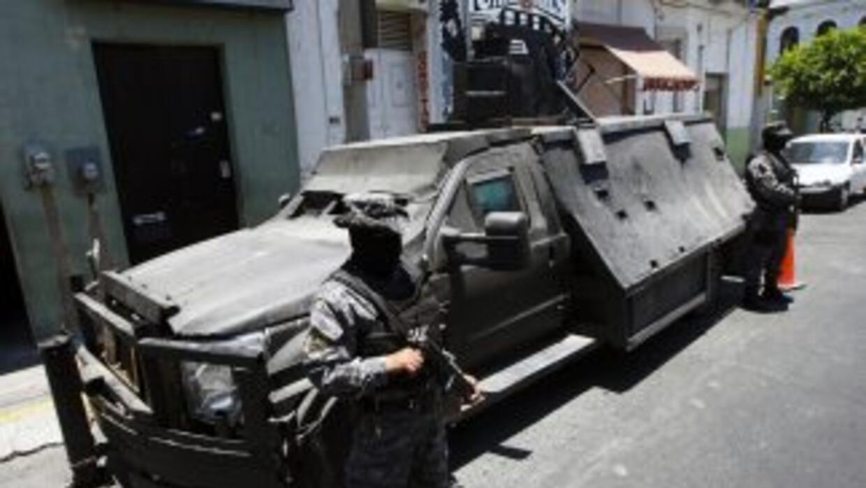 Los cárteles del narcotráfico en México utilizan vehículos blindados art...