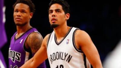 El mexicano se queda en la NBA.