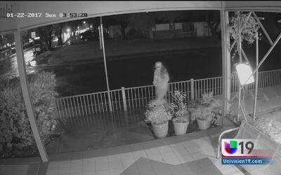 Buscan a sospechosa de vandalizar una mezquita en Davis