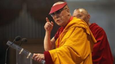 El Dalai Lama fue galardonado en Londres por su potencial para abordar l...