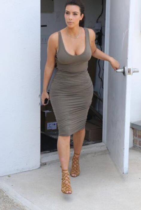 A Kim le encanta presumir su figura.Mira aquí los videos más chismosos.