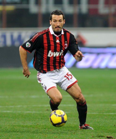 Otro caso de un italiano es el de Gianluca Zambrotta. El defensor azurri...
