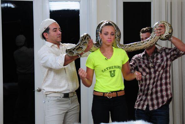 La boricua tiene miedo a las serpientes, y en su último reto, tuvo que v...
