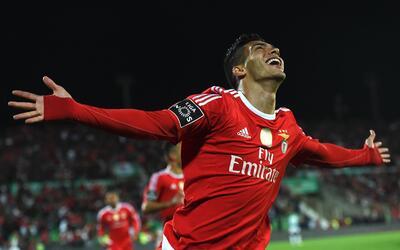 Raúl Jiménez ya es oficialmente jugador del Benfica.