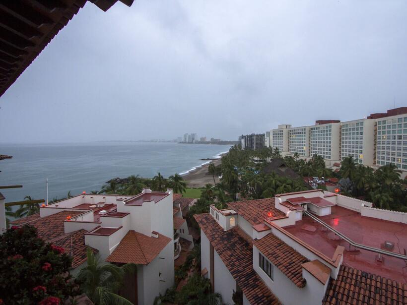Puerto Vallarta recibe al potente huracán Patricia GettyImages-493983466...