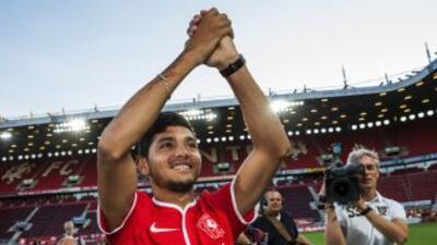 Jesús Corona en su presentación con el Twente.