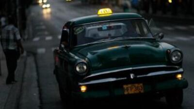 El gobierno de Cuba decidió reconvertir a los empleados de las empresas...