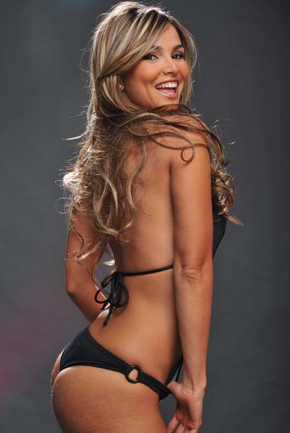 Esta sexy colombiana nos muestra sus encantos para ser Senadora.