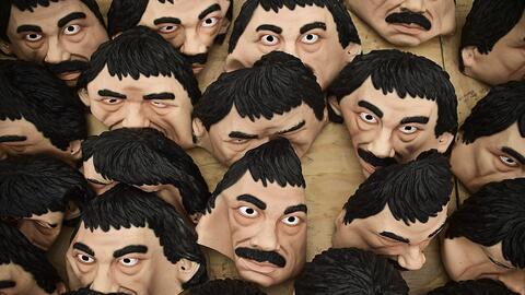 """Distintos productos de """"El Chapo"""", desde franelas hasta máscaras, son co..."""