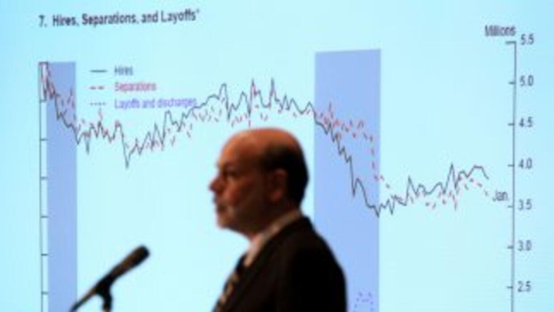 Ben Bernanke, líder de la Fed, mantiene las tasas de interés cercanas a...