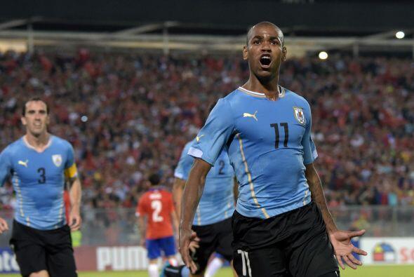 Uruguay venció a Chile 2-1 en Santiago.