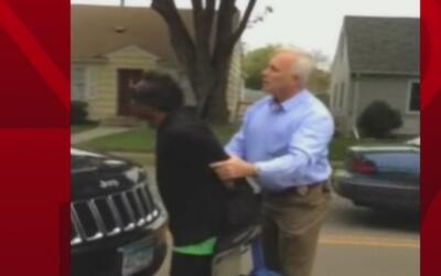 Polémica por el controversial arresto de un policía blanco a un hombre a...