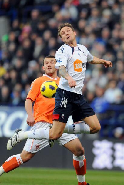 Bolton y Blackpool protagonizaron un interesante duelo al empatar 2 a 2.