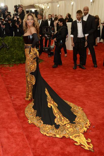 Por el cuero de mujer que es -y que llevaba en el 'top'- Beyoncé...