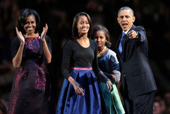 Sasha y Malia, las hijas del presidente Barack Obama, lucían serenas, cr...