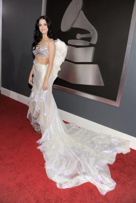 Con decirles que la alfombra de los Grammys, la cantante apareció vestid...