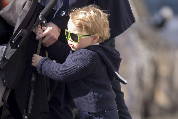 Los paparazzi captaron al pequeño George luciendo unas gafas de sol muy...