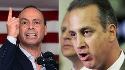 De izquierda a derecha, los congresistas Luis Gutiérrez (demócrata de Il...