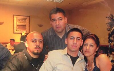 César Rodríguez (al centro, abajo) con su madre y hermanos.