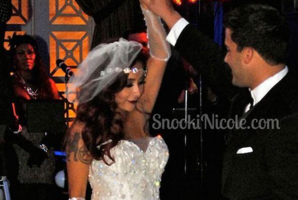 Aquí su primer baile como esposos, ¡qué romántico! FOTO: Sitio oficial S...