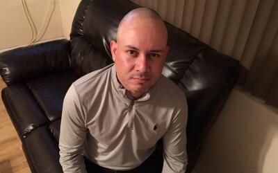 Jesús Ismael Núñez en su casa en el condado de Los Ángeles.