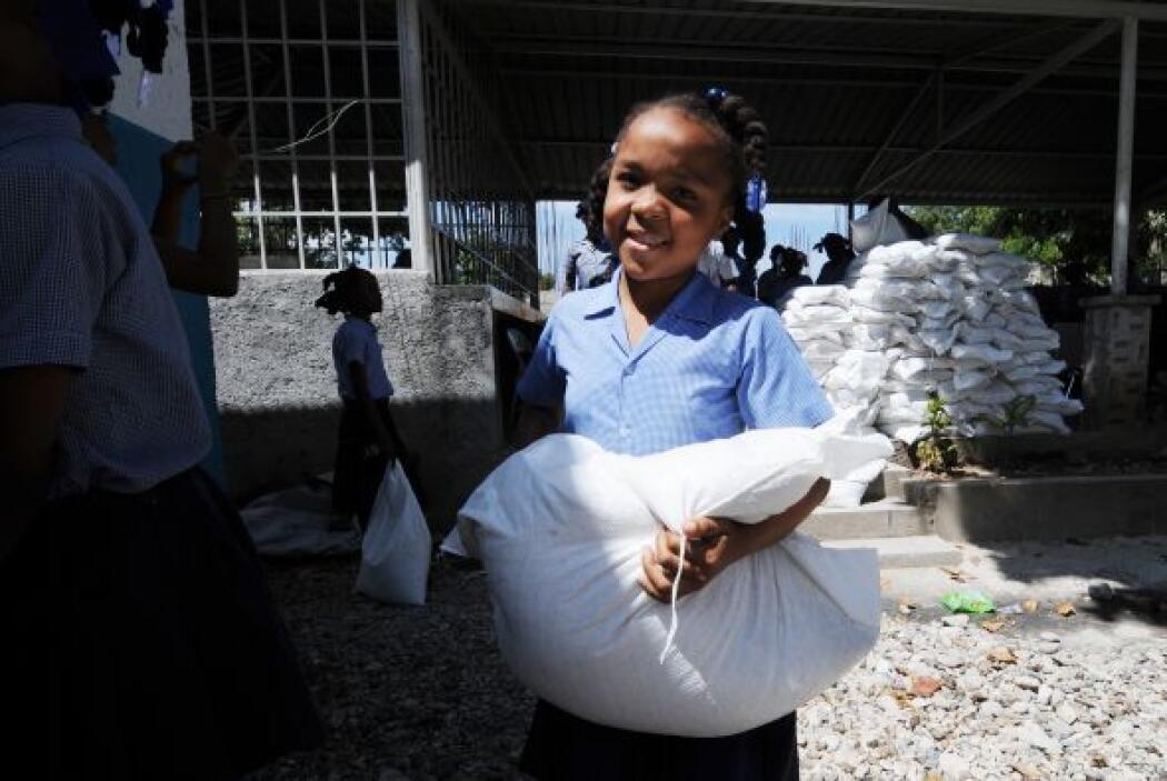 Pues pese a los esfuerzos por reconstruir a Haití, muchos damnificados q...